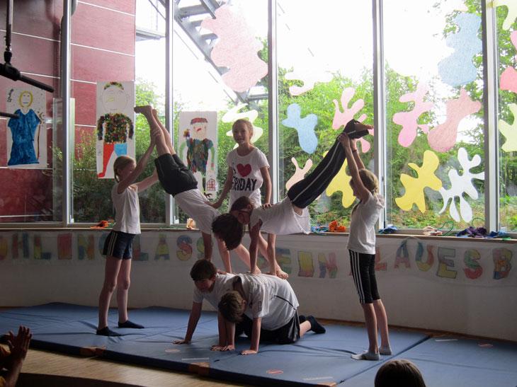 2012 Aufführung Akrobatik Kl. 4