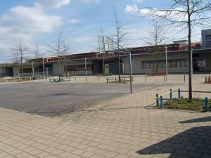 Besondere Funktionsräume auf der Schulhofseite