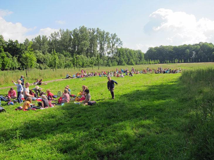 Wandertag 2012 Pause auf der Wiese