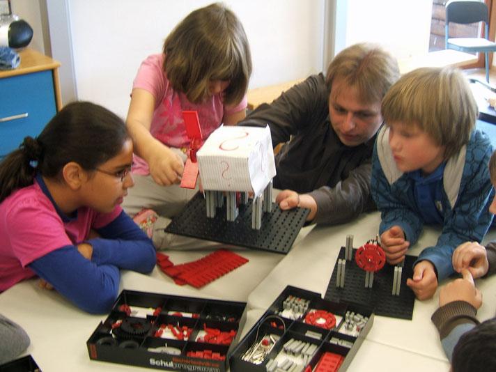 Mühlenbau mit Hilfe von Studenten
