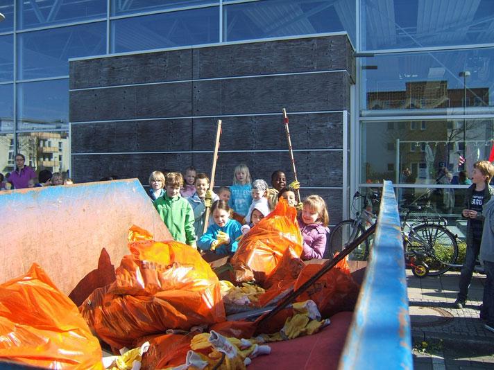 Umwelttag 2011 - Müll sammeln