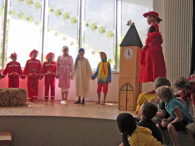 Theaterwerkstatt 2010 - Hahn klebt an